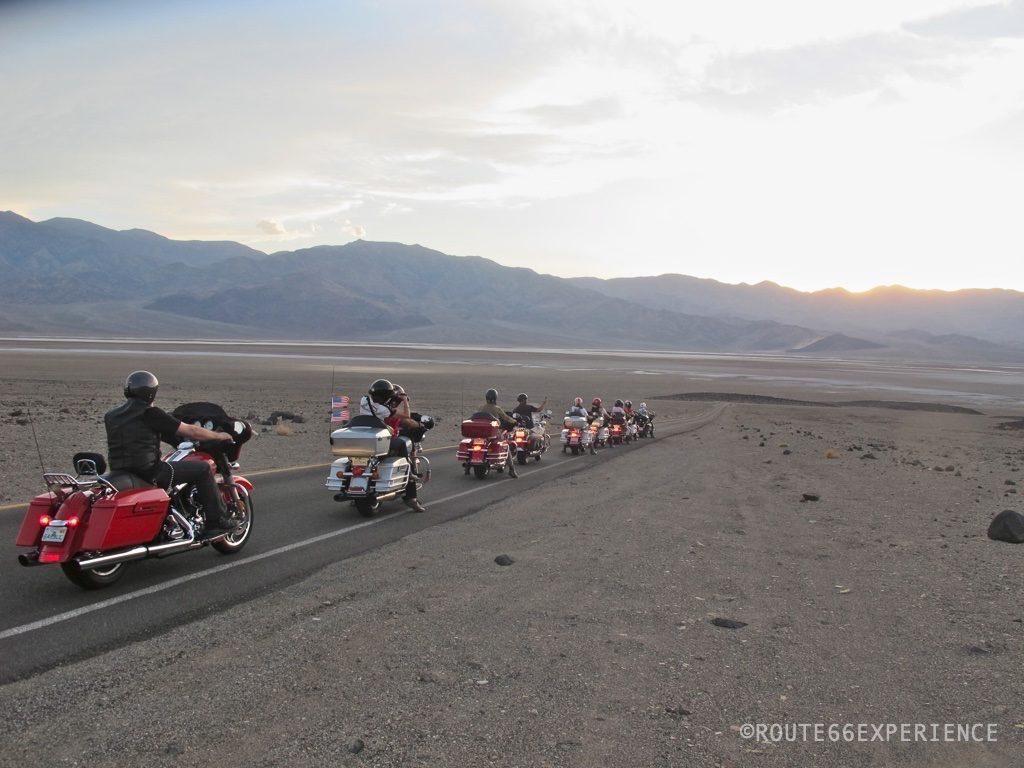 Viaje en moto Harley Davidson por Death Valley.