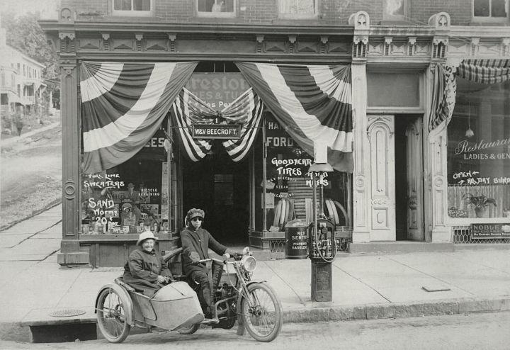 Viajeras en moto por Estados Unidos, Effie Hotchkiss, y Avis.